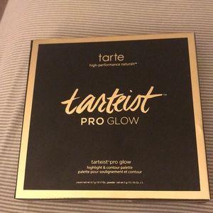 NWT Tarte highlight and contour palette